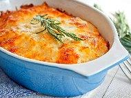 Огретен с картофи, синьо сирене, чедър, козе сирене, течна сметана и яйца